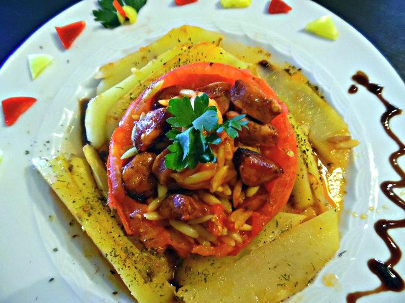 Ντομάτες γεμιστές με κριθαράκι-b
