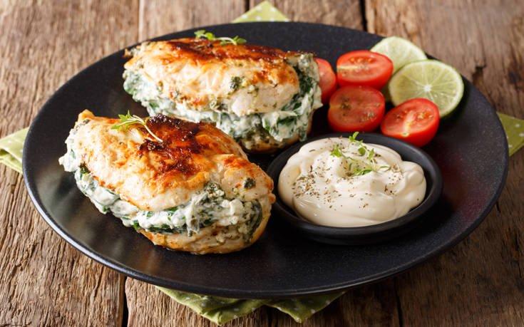 Φιλέτο κοτόπουλο γεμιστό με σπανάκι και κρέμα τυρί