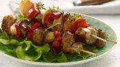 Χοιρινά σουβλάκια με horseradish sauce