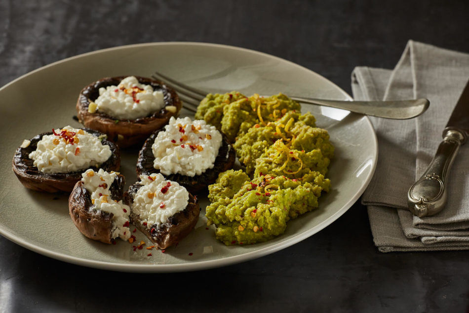 Πουρές αρακά και μανιτάρια αρωματισμένα με θυμάρι